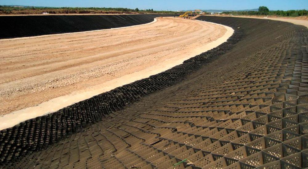 Instalación de muros de encauzamiento con geoceldas